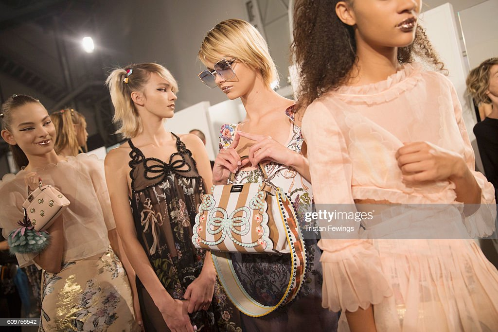 Fendi - Backstage - Milan Fashion Week SS17 : News Photo
