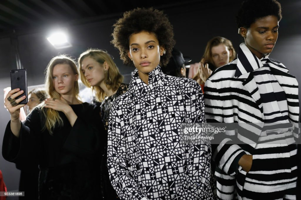 Krizia - Backstage - Milan Fashion Week Fall/Winter 2018/19 : News Photo