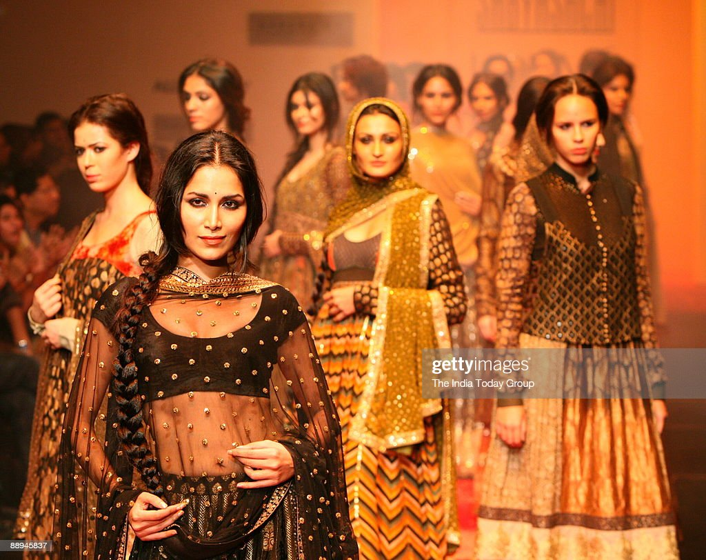 Models Are Walking On The Ramp With Fashion Designer Sabyasachi News Photo Getty Images
