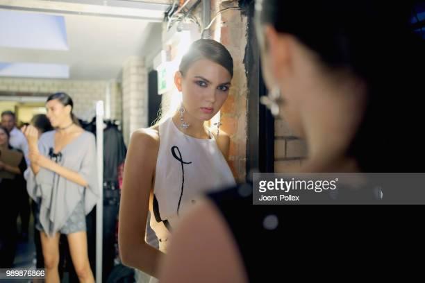 the latest 1d165 6cae2 World's Best Guido Maria Kretschmer Backstage Berlin Fashion ...