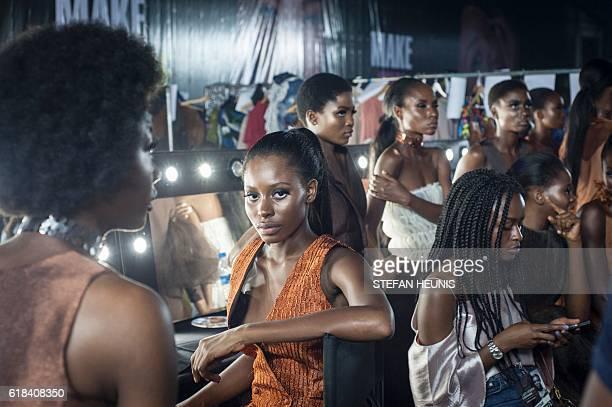 Models backstage at the Lagos Fashion & Design Week in Nigeria on October 26, 2016. / AFP / STEFAN HEUNIS