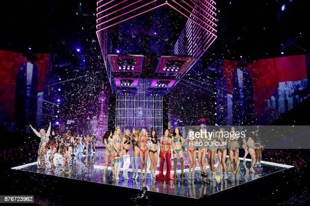 TOPSHOT Models celebrate at the end of the 2017 Victoria's Secret Fashion Show in Shanghai on November 20 2017 / AFP PHOTO / FRED DUFOUR / RESTRICTED...
