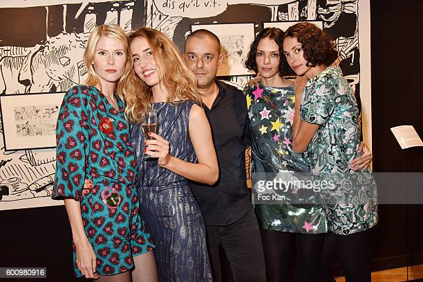 Models Dana Fiona Armour Louise Lacoste painter Joann Sfar twin sisters models Gaelle Call and Lauriane Call attend the Joann SfarDali Une seconde...