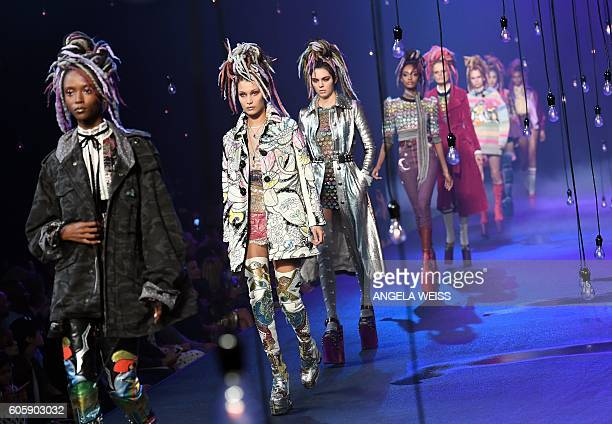 Models display the fashion of Marc Jacobs during New York Fashion Week in New York on September 15 2016 / AFP / ANGELA WEISS