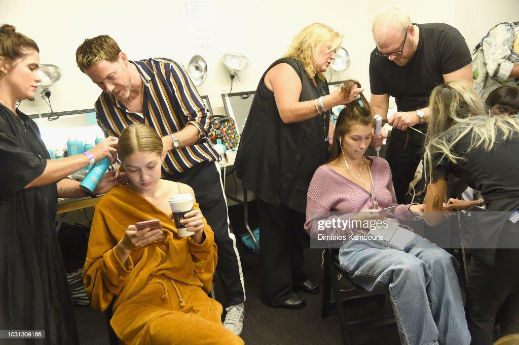 Oscar De La Renta - Backstage - September 2018 - New York Fashion Week: The Shows : Nachrichtenfoto