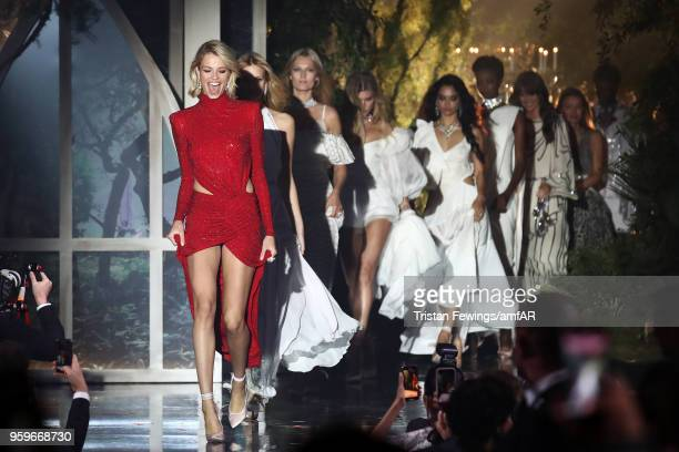 Models Hailey Clauson Nadine Leopold Toni Garrn Maryna Linchuk Shanina Shaik Maria Borges Vanessa Moody and Lara Leito on stage at the amfAR Gala...