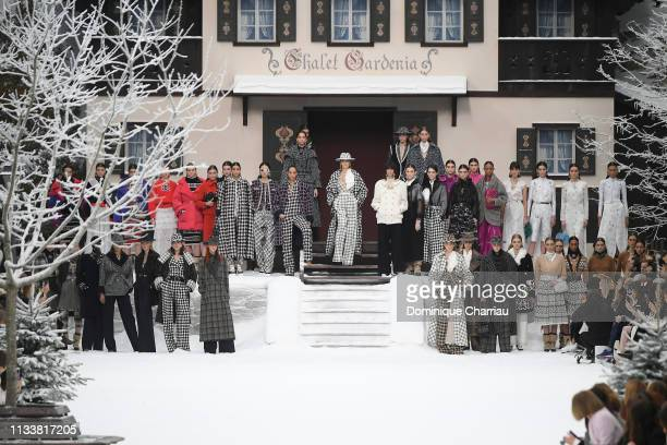 Models including Cara Delevingne during the Chanel show as part of the Paris Fashion Week Womenswear Fall/Winter 2019/2020 on March 05, 2019 in...