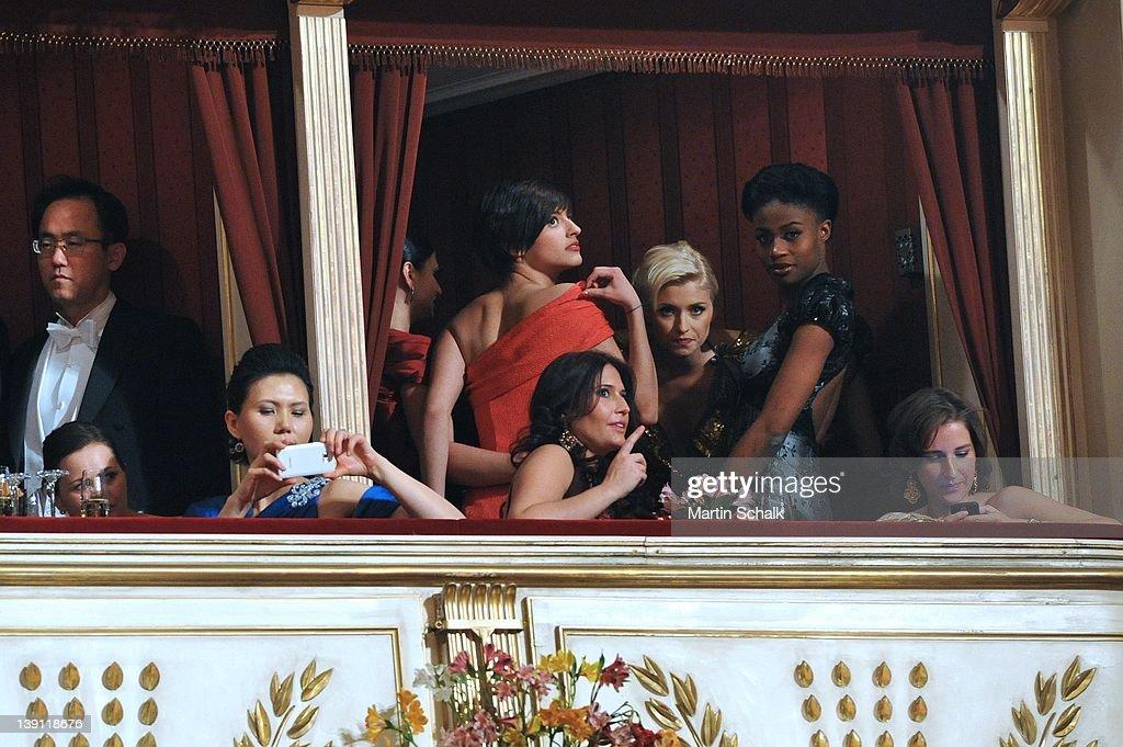 2012 Vienna Opera Ball : Nachrichtenfoto
