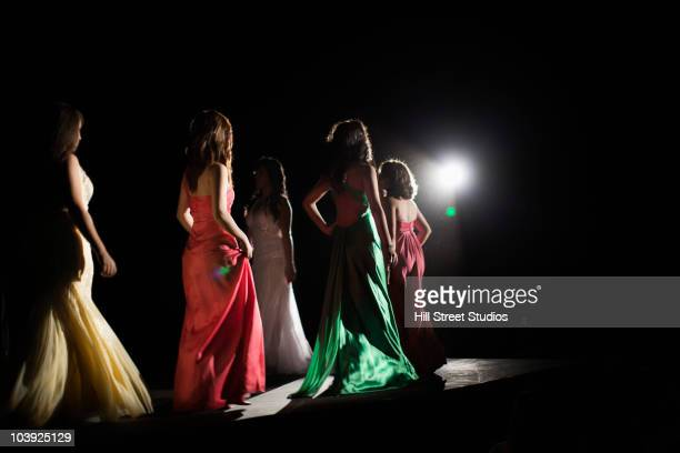 models on fashion runway - fashion show stock pictures, royalty-free photos & images