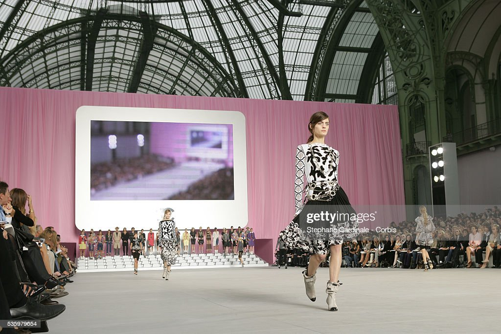 Models on the catwalk at the 'Chanel ready-to-wear Spring-Summer 2006 collection' fashion show.