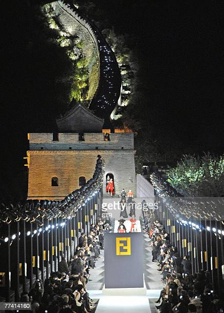 Models parade during the Fendi Fashion Show on the Great Wall of China at Badaling 19 October 2007 Nearly a hundred models showcase designer Karl...