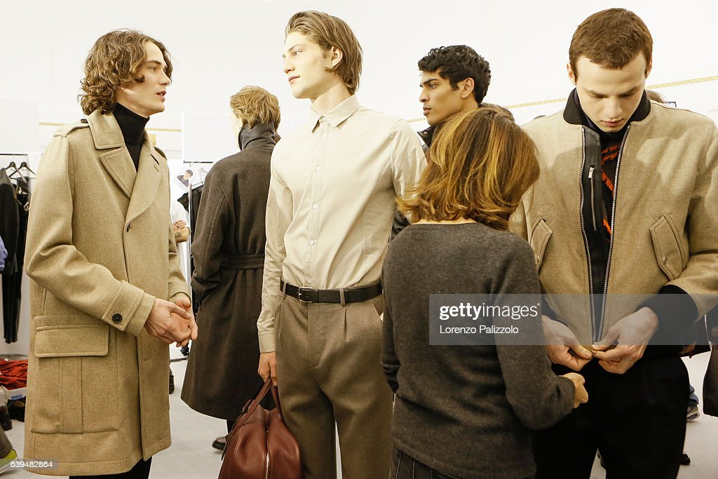 Hermes : Backstage - Paris Fashion Week - Menswear F/W 2017-2018 : News Photo