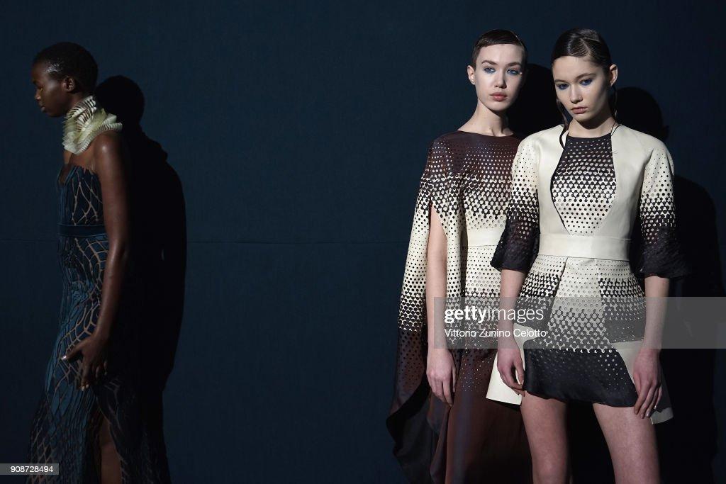 Iris Van Herpen : Backstage - Paris Fashion Week - Haute Couture Spring Summer 2018
