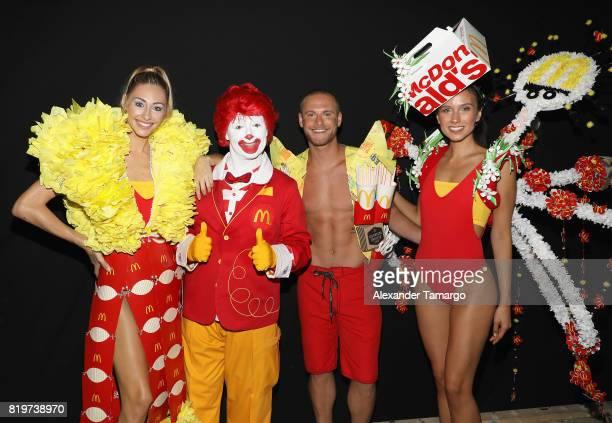Mcdcouture Makes A Splash At Miami Swim Week Photos Et Images De