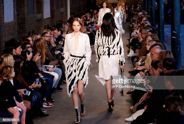 Models present creations by Altuzarra during the women's 2018 Spring/Summer readytowear collection fashion show in Paris on September 30 2017 / AFP...
