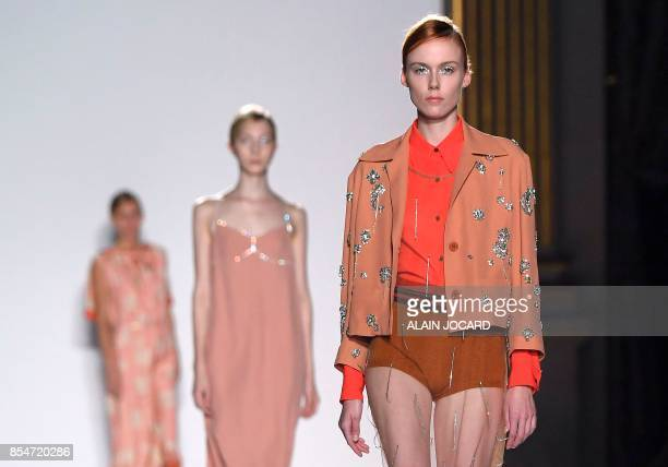 Models present creations by Dries Van Noten during the women's 2018 Spring/Summer readytowear collection fashion show in Paris on September 27 2017 /...