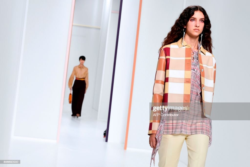 Models present creations by Hermes during the women's 2018 Spring/Summer ready-to-wear collection fashion show in Paris, on October 2, 2017. /