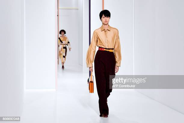 Models present creations by Hermes during the women's 2018 Spring/Summer readytowear collection fashion show in Paris on October 2 2017 / AFP PHOTO /...