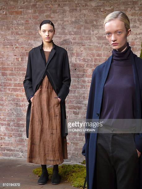 Models present creations by Japanese designer Yukari Suda during the Fall 2016 Pas de Calais collection in New York on February 11 2016 Depuis près...