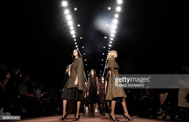 TOPSHOT Models present creations by Lena Hoschek at the Berlin Fashion week on January 19 2016 / AFP / TOBIAS SCHWARZ / RESTRICTED TO EDITORIAL USE