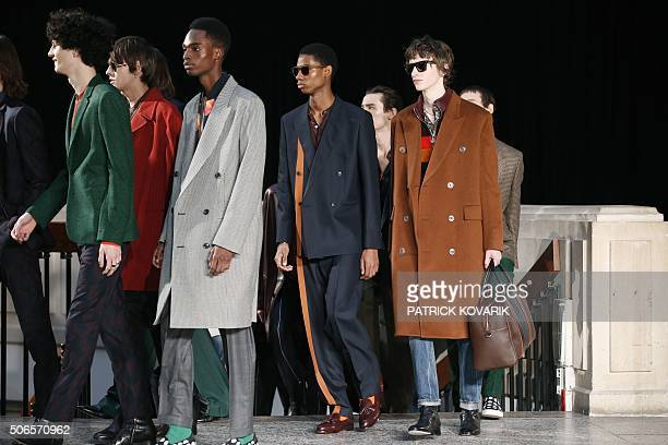 Models present creations by Paul Smith during men's Fashion Week for the Fall/Winter 2016/2017 collection in Paris on January 24 2016 / AFP / PATRICK...