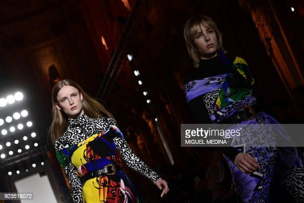 TOPSHOT Models present creations by Versace during the women's Fall/Winter 2018/2019 collection fashion show in Milan on February 23 2018 / AFP PHOTO...