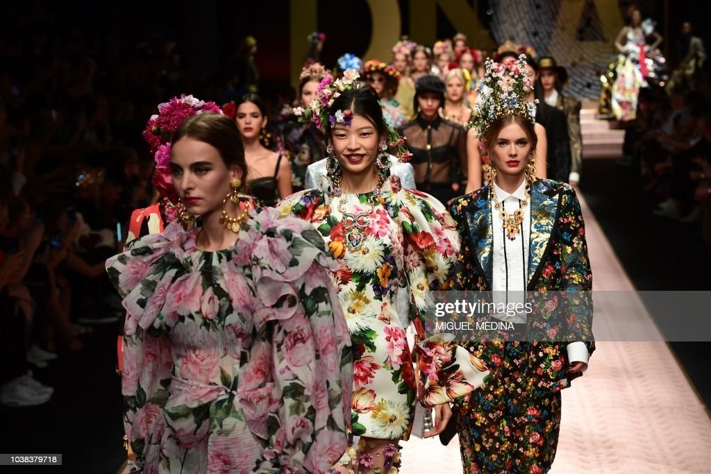 FASHION-ITALY-WOMEN-DOLCE & GABBANA : News Photo