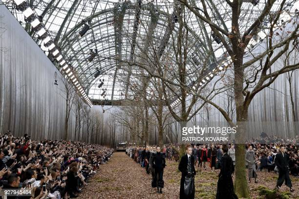 Models present creations for Chanel during the 2018/2019 fall/winter collection fashion show on March 6 2018 at the Grand Palais in Paris / AFP PHOTO...