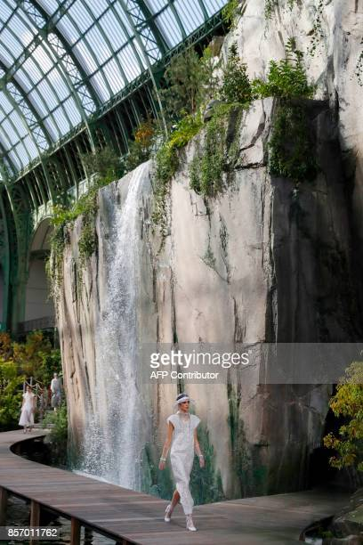 Models present creations for Chanel during the women's 2018 Spring/Summer ready-to-wear collection fashion show in Paris, on October 3, 2017. / AFP...