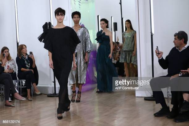 Models present creations for during Ingie women's 2018 Spring/Summer readytowear collection fashion show in Paris on September 28 2017 / AFP PHOTO /