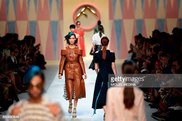 Models present creations for fashion house Fendi during the Women's Spring/Summer 2018 fashion shows in Milan on September 21 2017 / AFP PHOTO /...