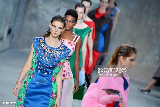 Models present creations for fashion house Marni during the Women's Spring/Summer 2018 fashion shows in Milan on September 24 2017 / AFP PHOTO /...