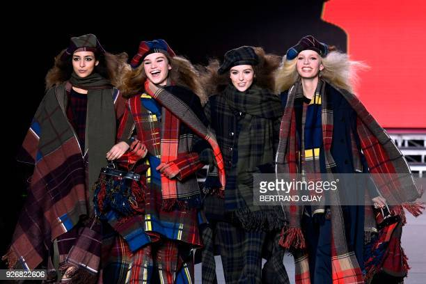 Models present creations for Sonia Rykiel during the 2018/2019 fall/winter collection fashion show on March 3 2018 in Paris / AFP PHOTO / BERTRAND...