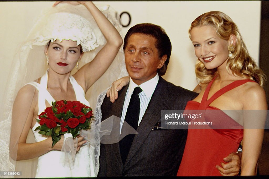 Sharon Stone, Valentino, and Karen Mulder at Fashion Show : Foto jornalística
