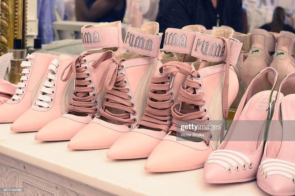 FENTY x PUMA by Rihanna : Backstage - Paris Fashion Week Spring/Summer 2017 : News Photo