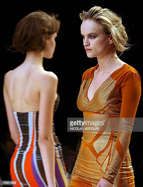 Models show designs by Welsh designer Jonathan Saunders for the autumn-winter 2004-2005 at the London fashion week in London 18 February 2004. AFP...