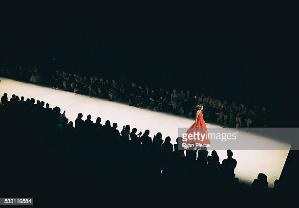 Models showcase designs during the Oscar de la Renta show during MercedesBenz Fashion Week Australia at Carriageworks on May 20 2016 in Sydney New...