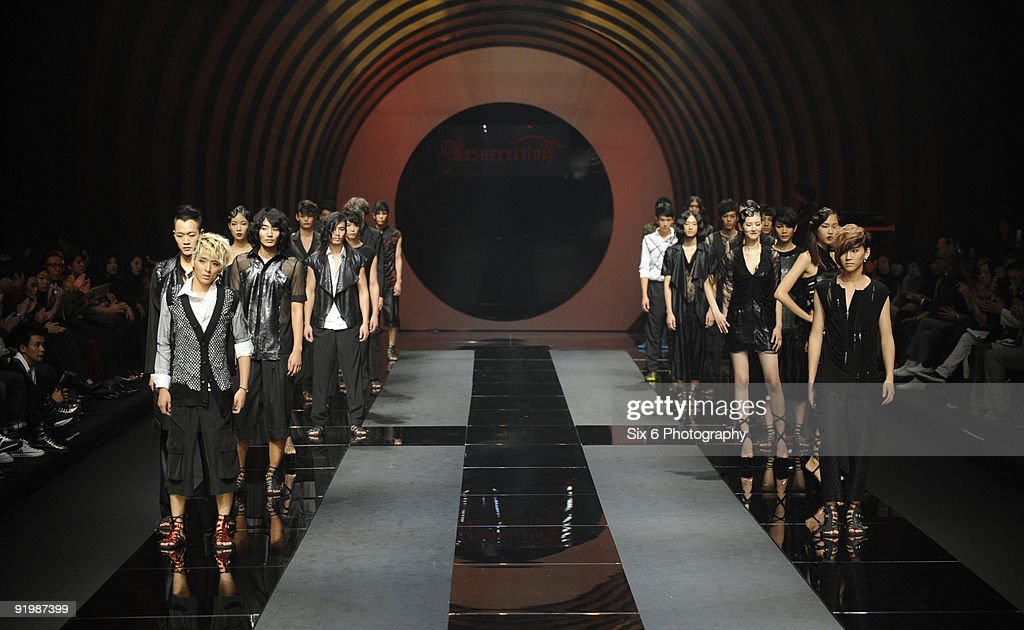 Models Showcase Resurrection Designs By Lee Ju Young On The Runway News Photo Getty Images