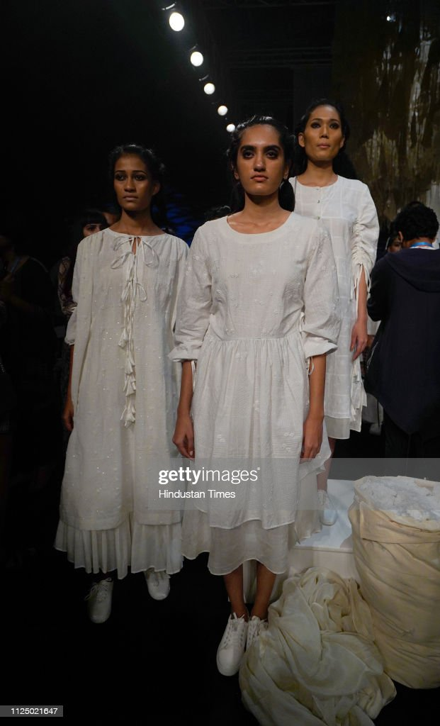 Models Showcase The Outfit Of Bunon By Designer Soumitra Mondal Marg News Photo Getty Images