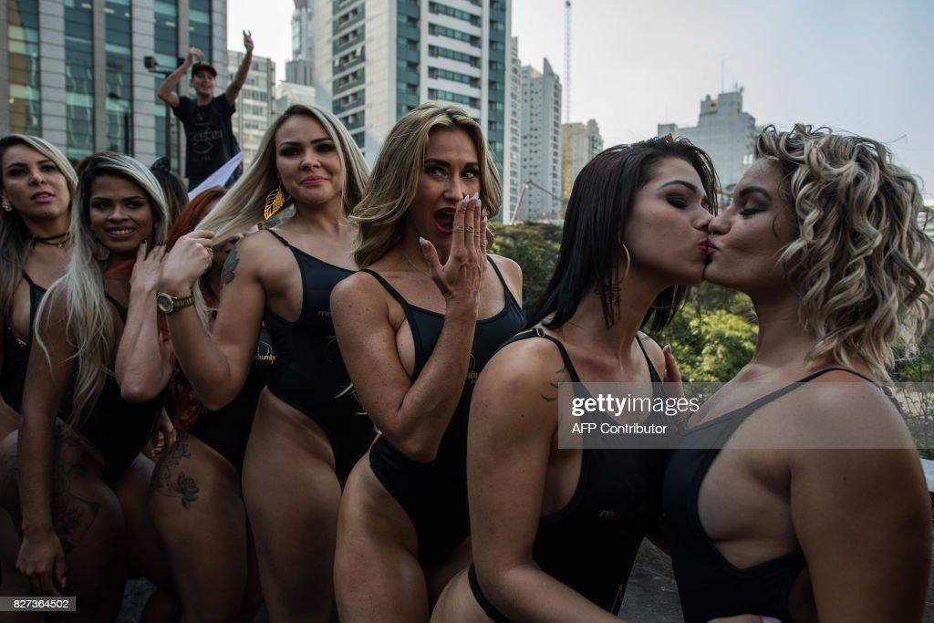 BRAZIL-LIFESTYLE-BEAUTY-MISS BUMBUM-OFFBEAT : News Photo