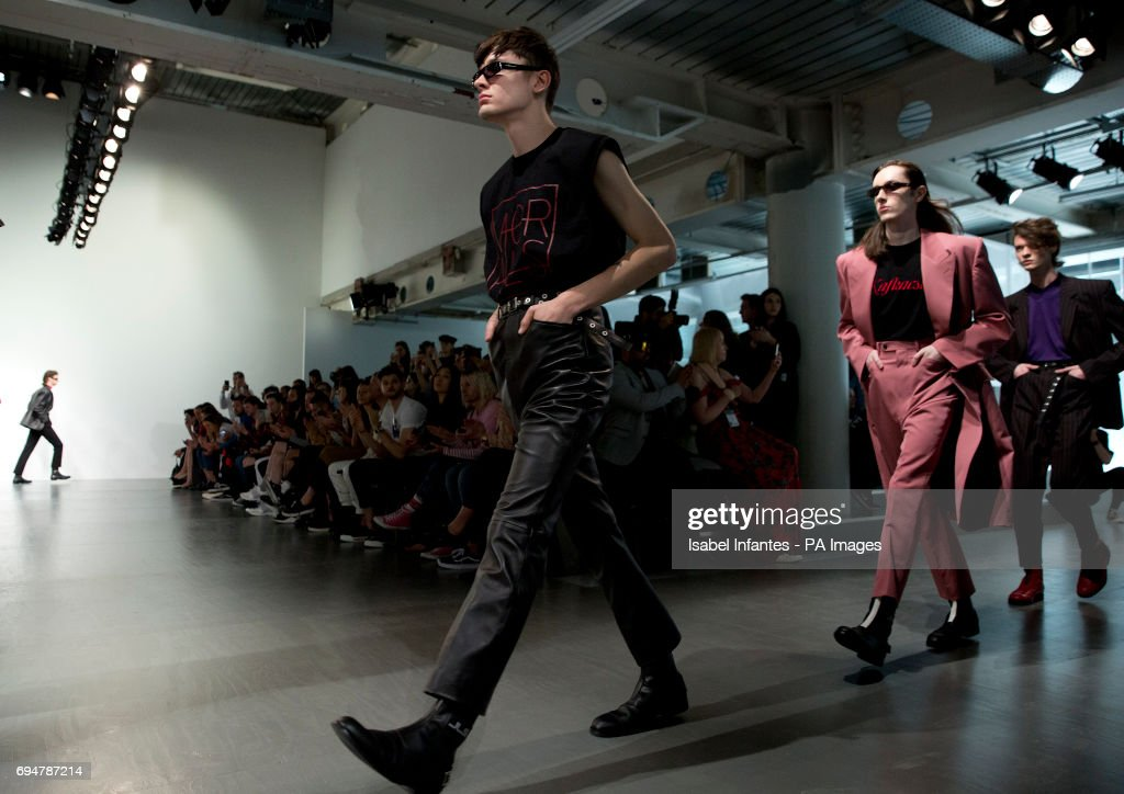 John Lawrence Sullivan Catwalk - London Collections Men SS18 : ニュース写真