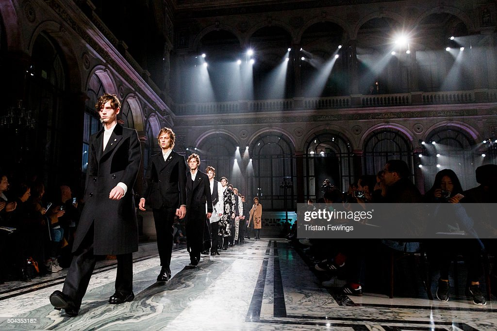 Alexander McQueen - Runway - London Collections Men AW16 : News Photo