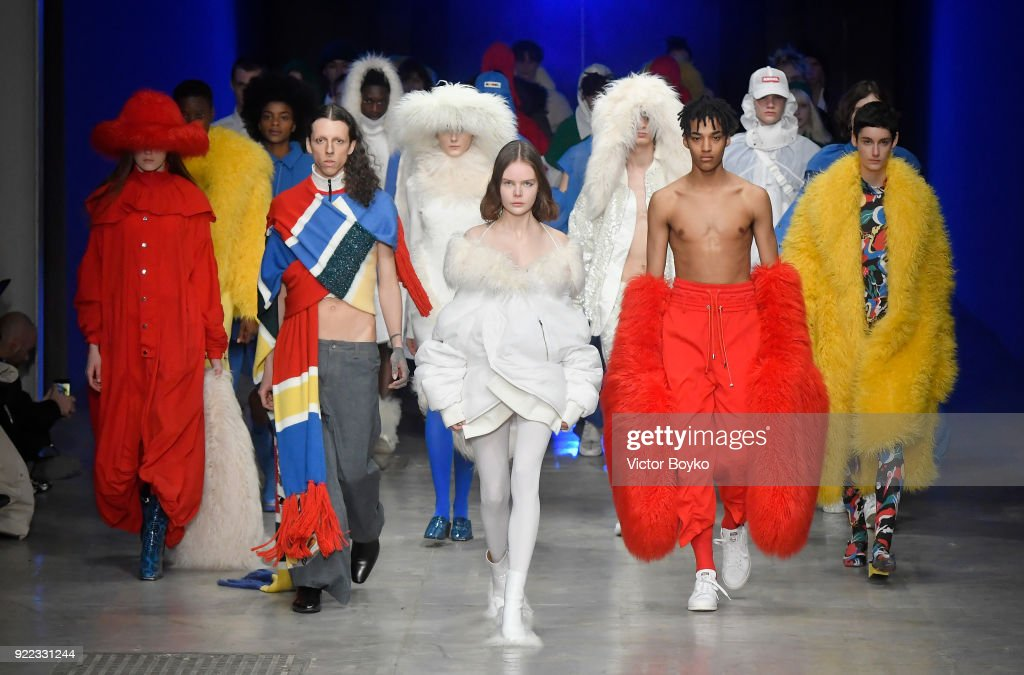 Angel Chen - Runway - Milan Fashion Week Fall/Winter 2018/19 : News Photo