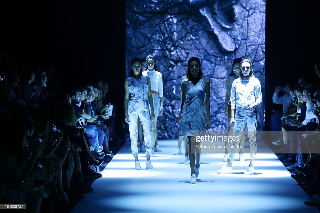 Models walk the runway at the Argande show during Mercedes-Benz Fashion Week Istanbul s/s 2014 Presented By American Express on October 11, 2013 in Istanbul, Turkey.