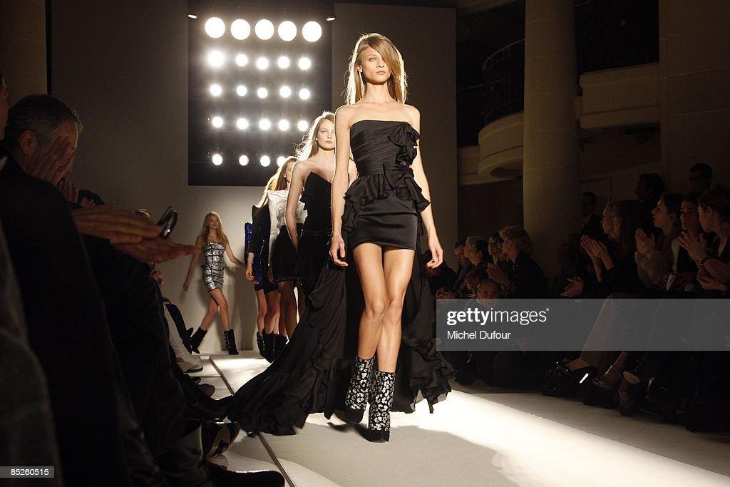 Balmain: Paris Fashion Week Ready-to-Wear A/W 09 : News Photo