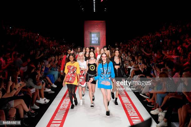 Models walk the runway at the DB Berdan show during MercedesBenz Istanbul Fashion Week September 2017 at Zorlu Center on September 14 2017 in...