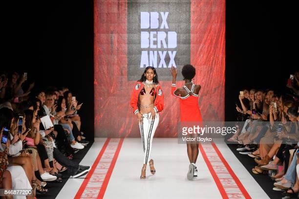 Models walk the runway at the DB Berdan show during MercedesBenz Istanbul Fashion Week September 2017 at Zorlu Center on September 14 2017 in...