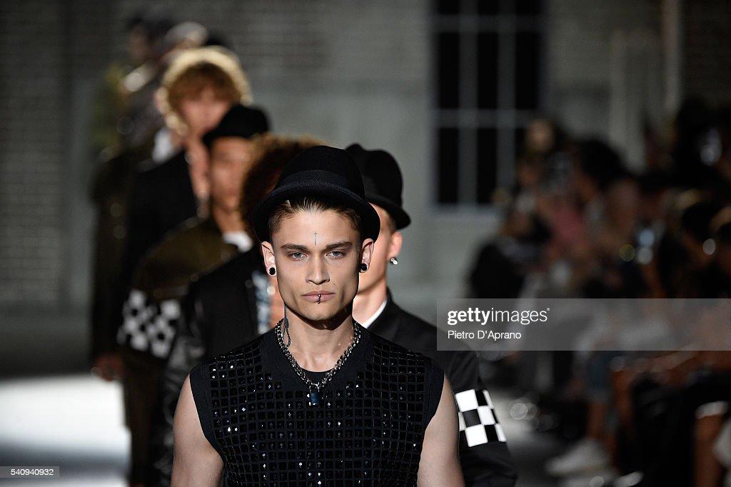 Dsquared2 - Runway - Milan Men's Fashion Week SS17 : News Photo