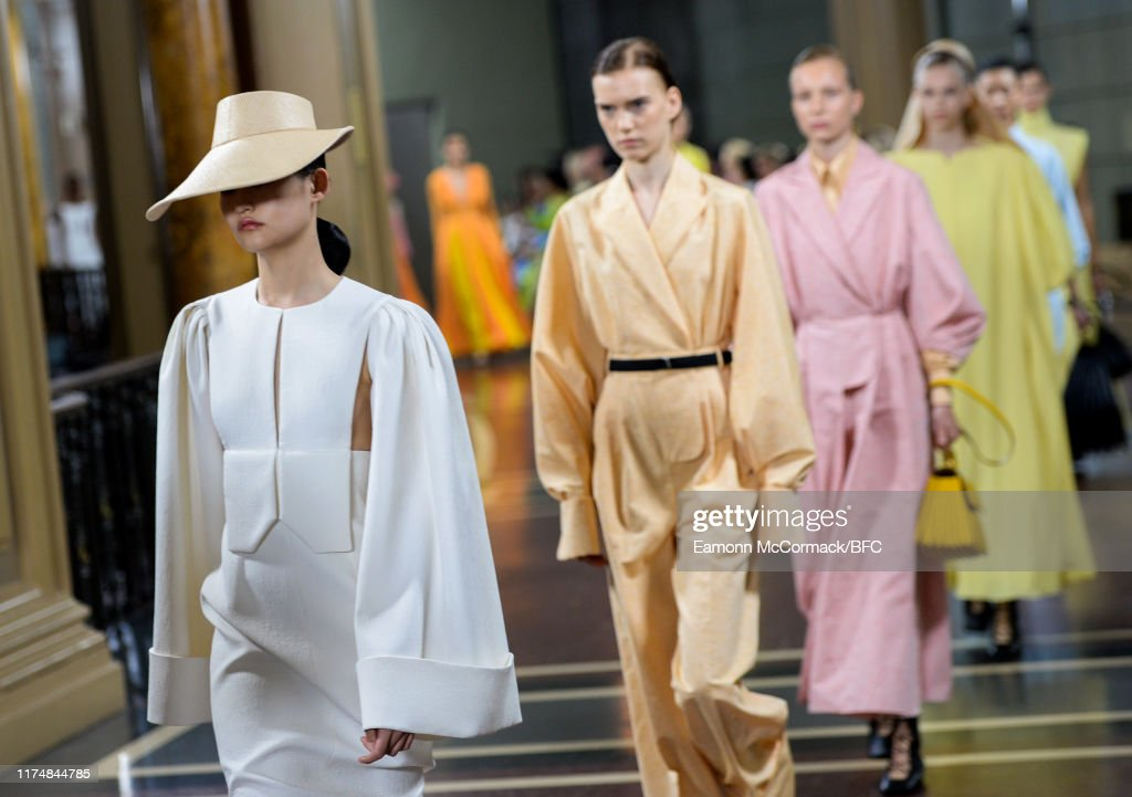 Emilia Wickstead - Runway - LFW September 2019 : Photo d'actualité