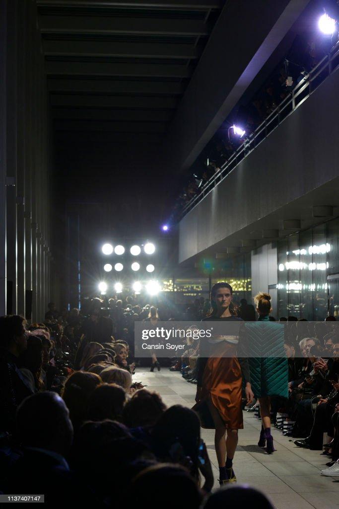 Ezra Tuba - Runway - Mercedes-Benz Fashion Week Istanbul - March 2019 : News Photo